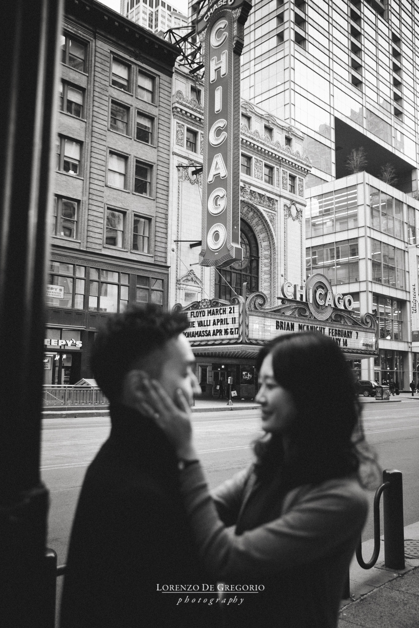 Downtown Chicago engagement pictures | Chicago engagement photography | BW engagement photos Chicago